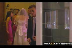 Brazzers - Mommys holding sway - (Chris Diamond) - An Out in the open Leaning towards Bond